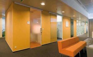 ścianki przestawne w przestrzeni biurowej